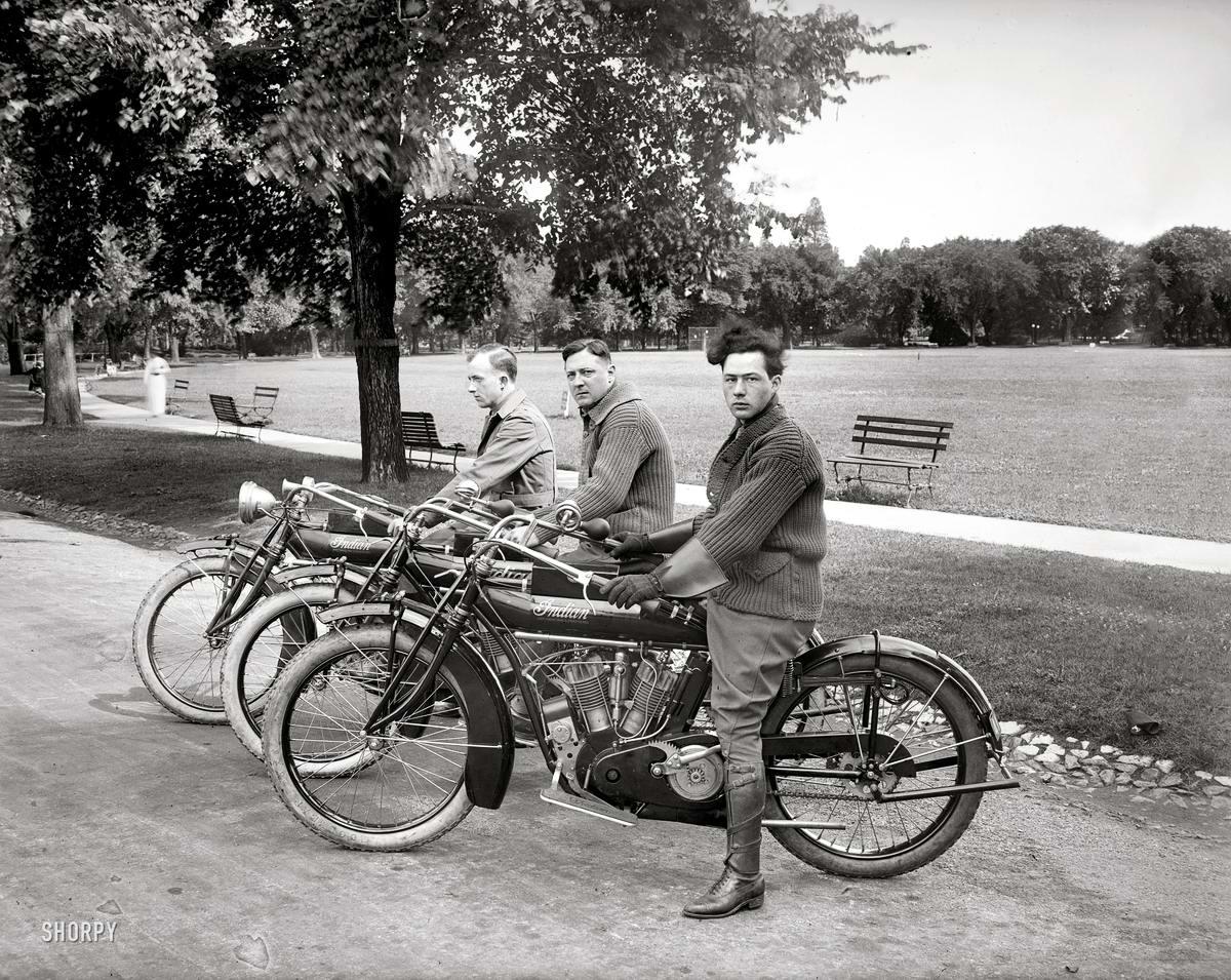Три индейца (мотоциклы марки Indian) - Вашингтон, 1915 год