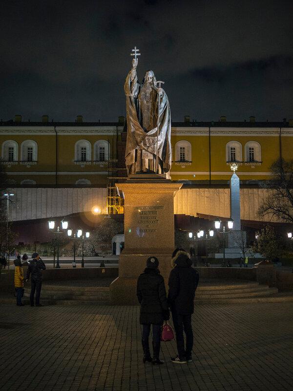 Памятник св. мученнику Гермогену