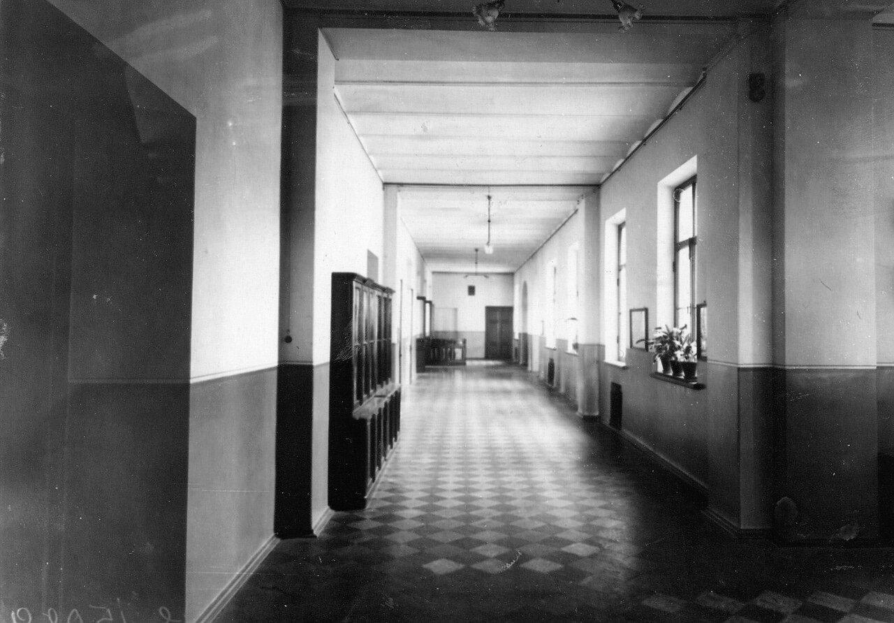 18. Коридор училища