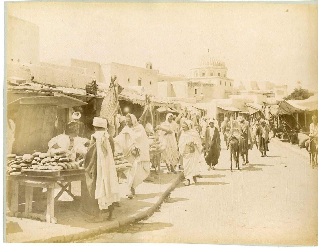 1880. Рынок