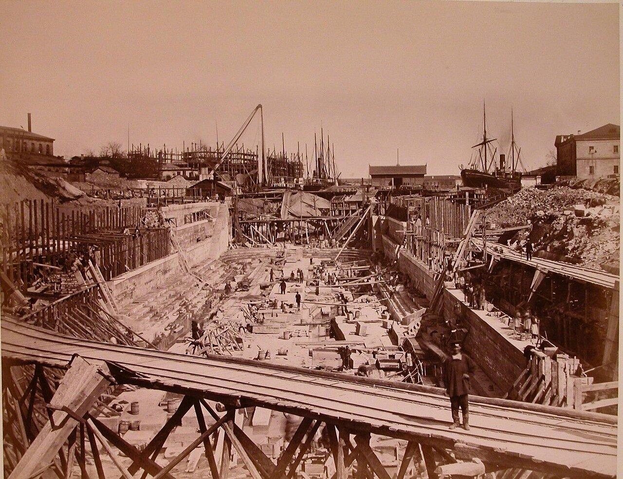 10. Общий вид строительства одного из Алексеевских доков в корабельной бухте