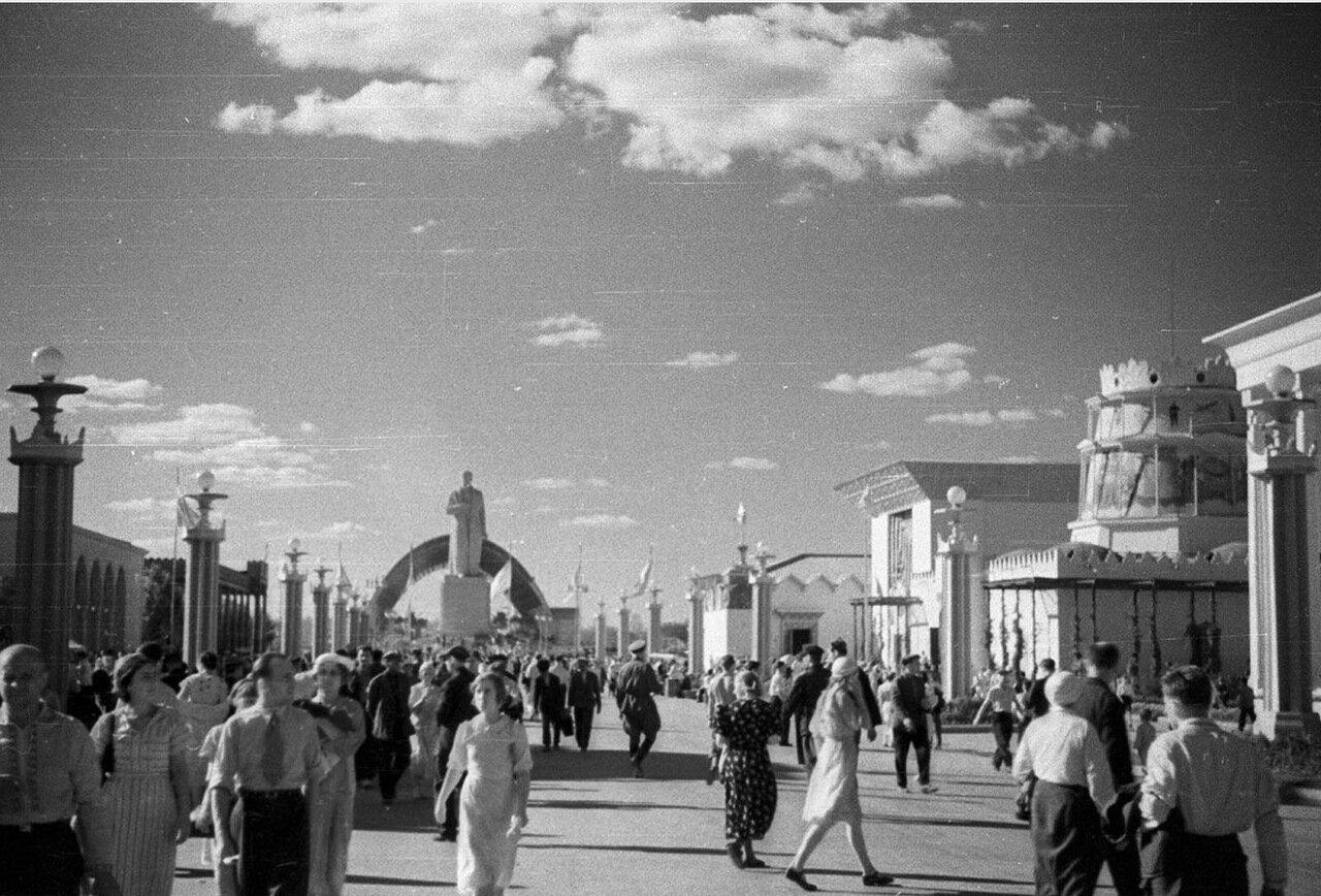 06. Вид от площади Колхозов в сторону площади Механизации