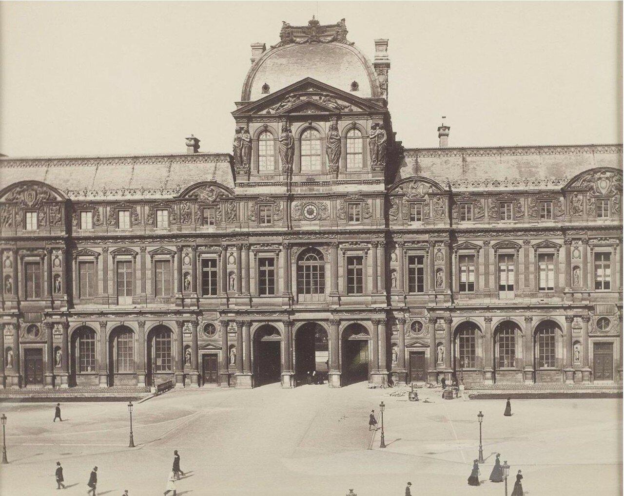 1880. Вход в Лувр