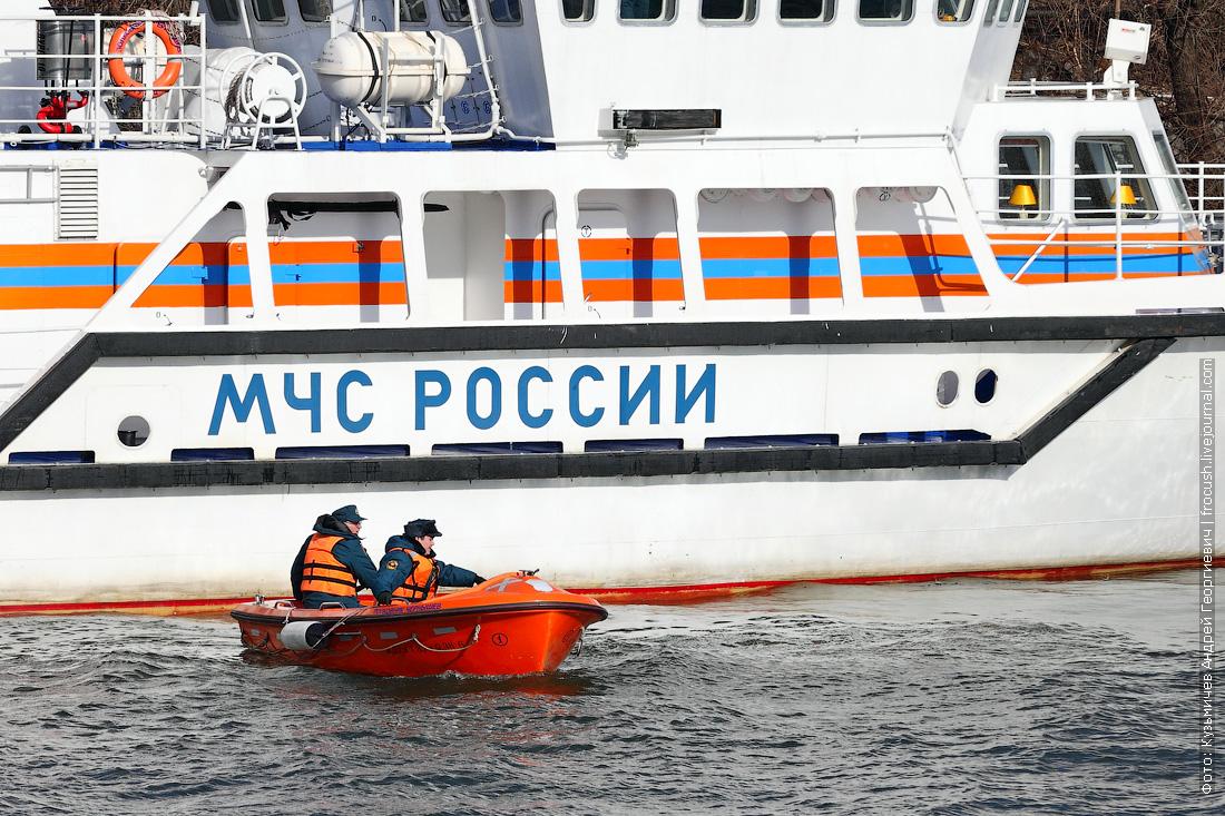многоцелевое пожарно-спасательное судно Полковник Чернышев МЧС спасение утопающего фото