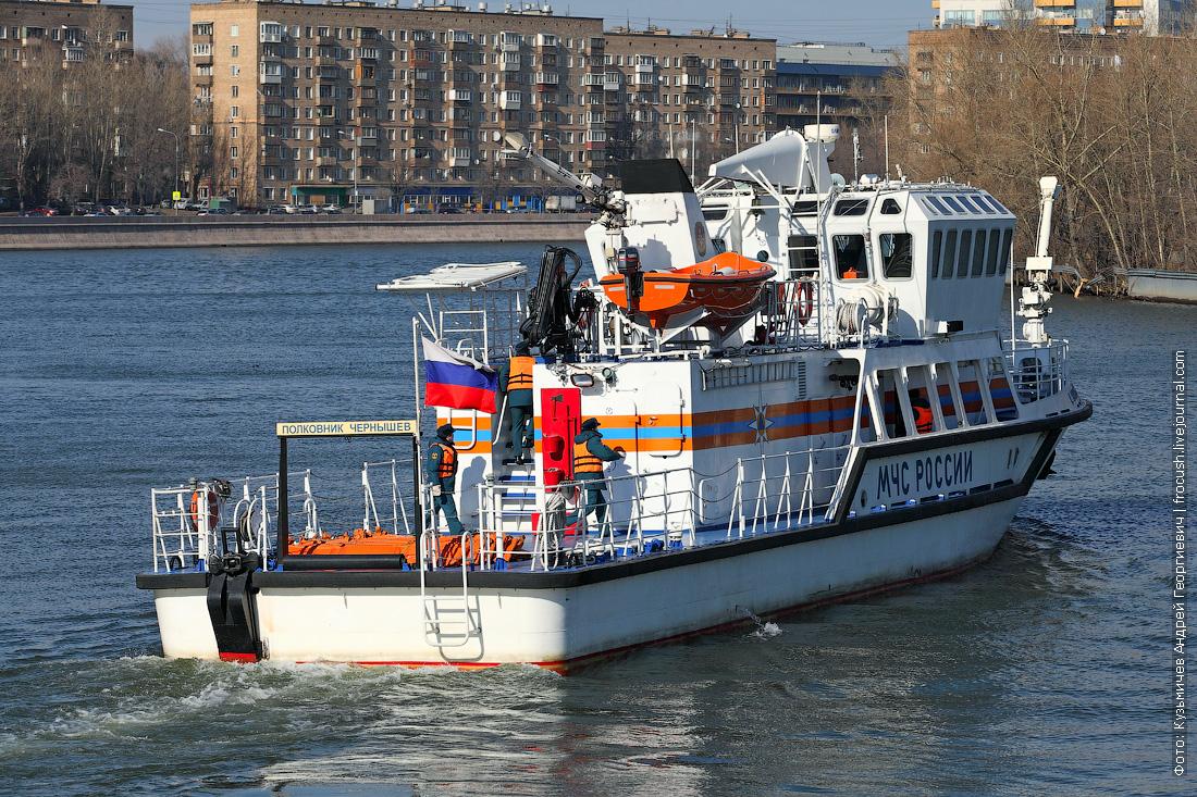 многоцелевой пожарно-спасательный корабль Полковник Чернышев у Павелецкой набережной в Москве