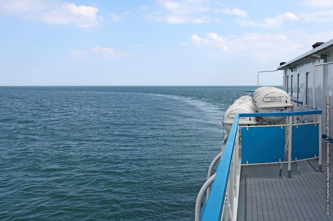 теплоход Русь Великая поворачивает на север в Каспийском море