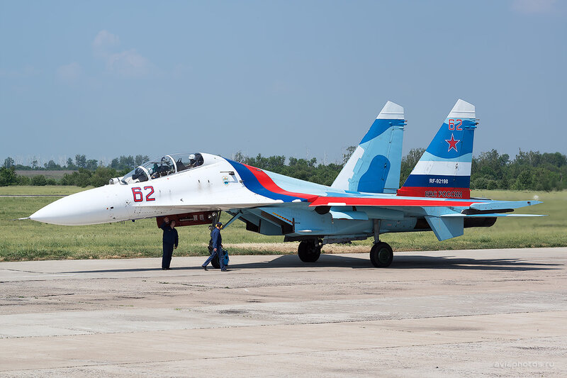 Сухой Су-27УБ (RF-92198 / 62 красный) D805581