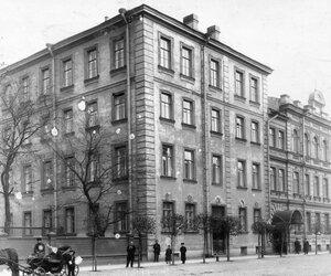 Внешний вид здания училища.