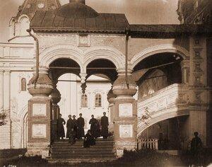 Вид западного фасада портика Троицкого собора в Ипатьевском монастыре. Кострома г.