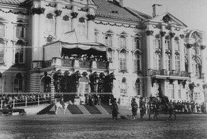 Конвоец  демонстрирует рубку и джигитовку во время скачек  на плацу у Екатерининского дворца  в день  празднования 100-летнего юбилея конвоя.