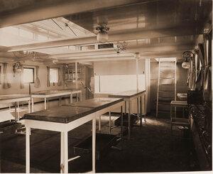 Общий вид перевязочной палаты плавучего госпиталя Орёл.