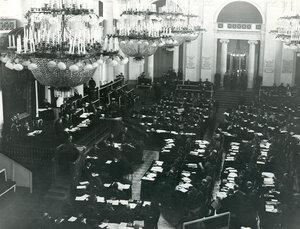 Вид части зала Дворянского собрания  во время совместного заседания Государственного Совета и Второй Государственной Думы. февраль 1907 г.