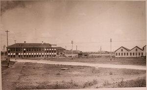 Вид территории, где размещались (слева направо) здания конторы общества , столовая для рабочих и котельная.