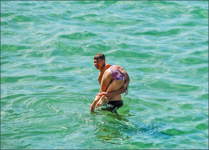 Уносит в открытое море