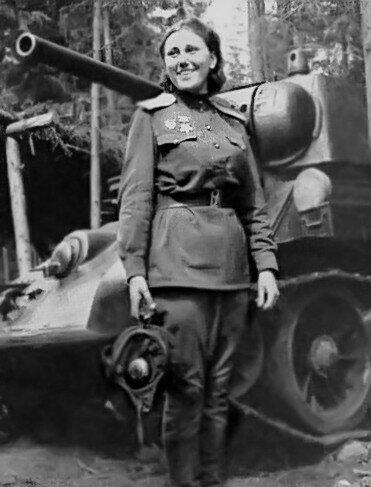 Танковая бригада, в которой она служила, как раз вышла из боя.