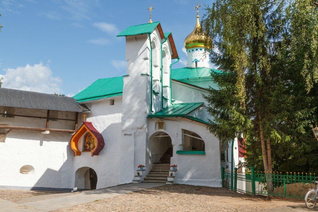 Никольская башня и церковь Николы Ратного, Псково-Печерский монастырь