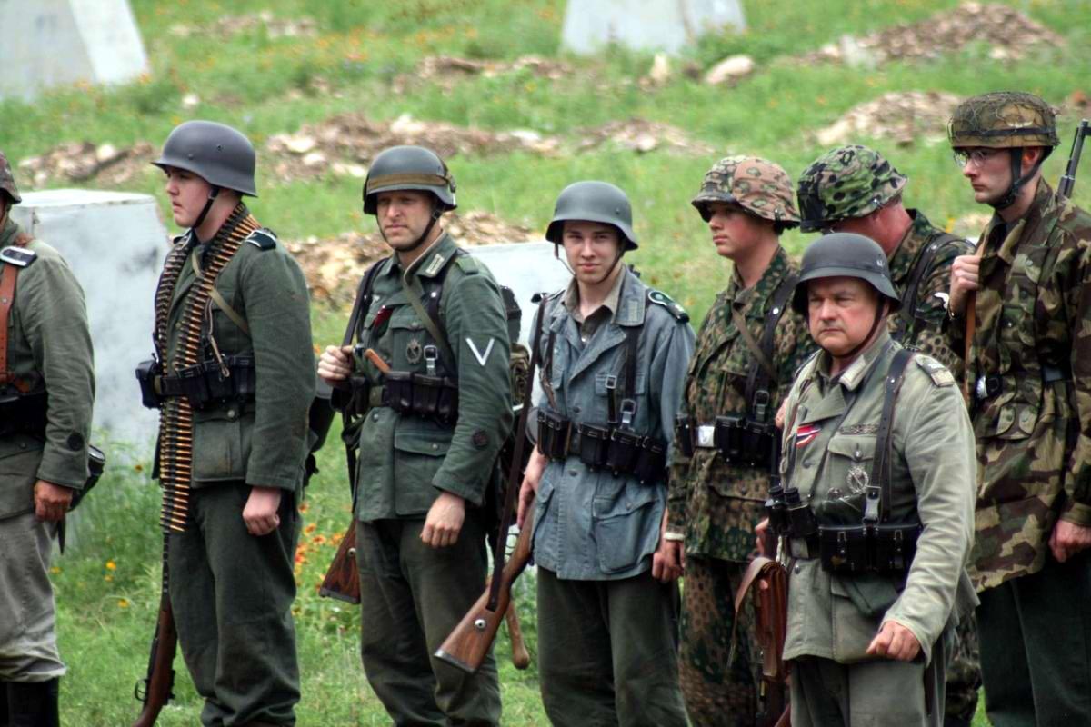 Любители военной истории в форме солдат немецкого Вермахта из штата Техас (США)