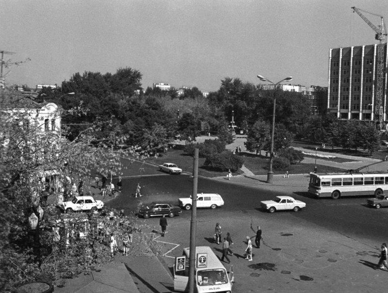 407490 Трубная площадь Наум Грановский 1977.jpg