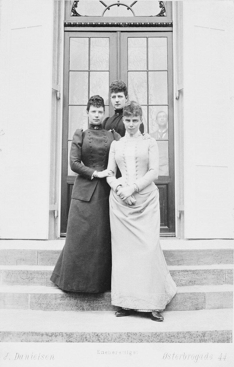 1892. Александра Датская, императрица Мария Фёдоровна и Тира, герцогиня Камберленд. Бернсдорф