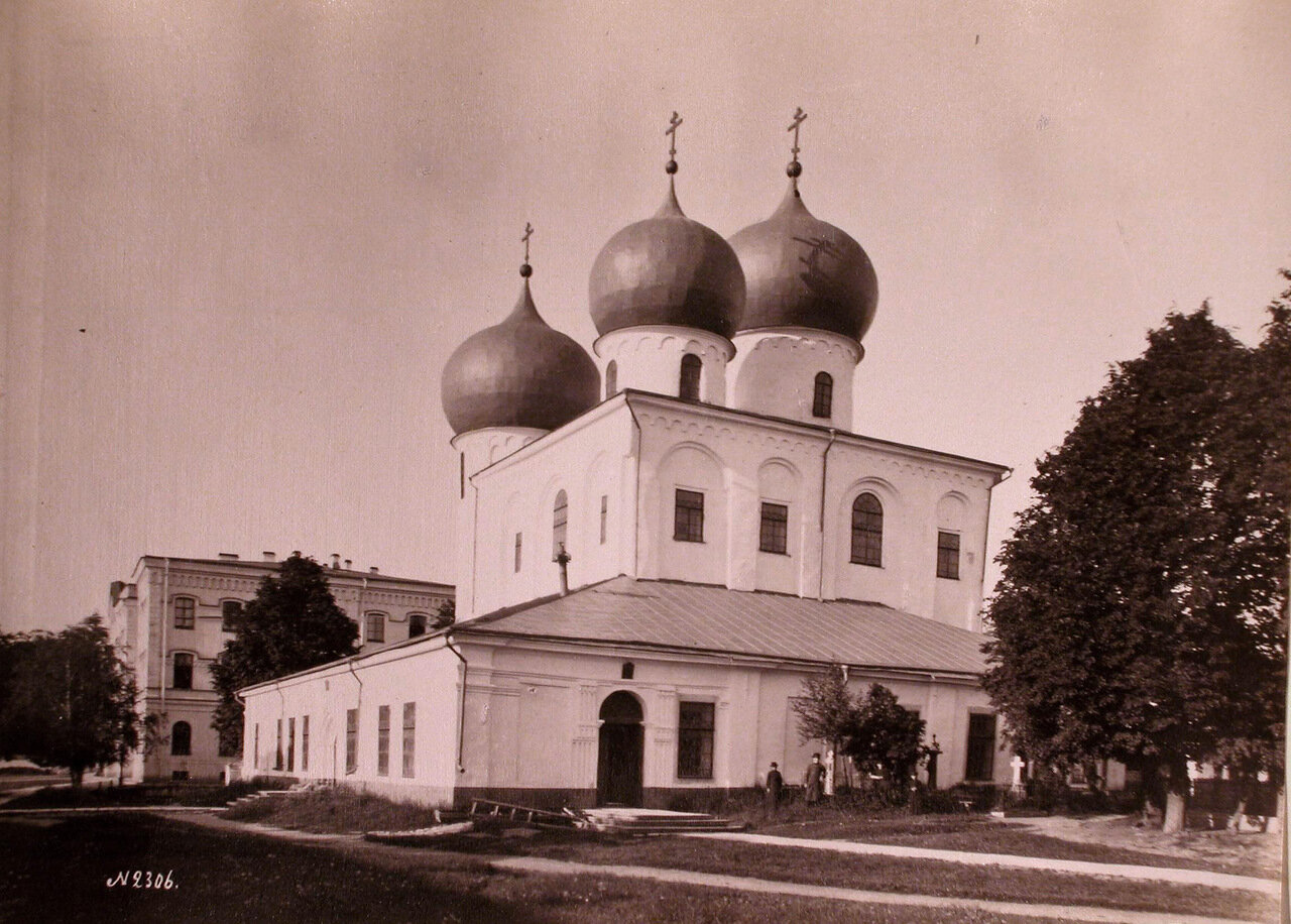 Вид собора Рождества Богородицы Антониева монастыря ( возведён в 1117 г. на северной оконечности Торговой стороны)