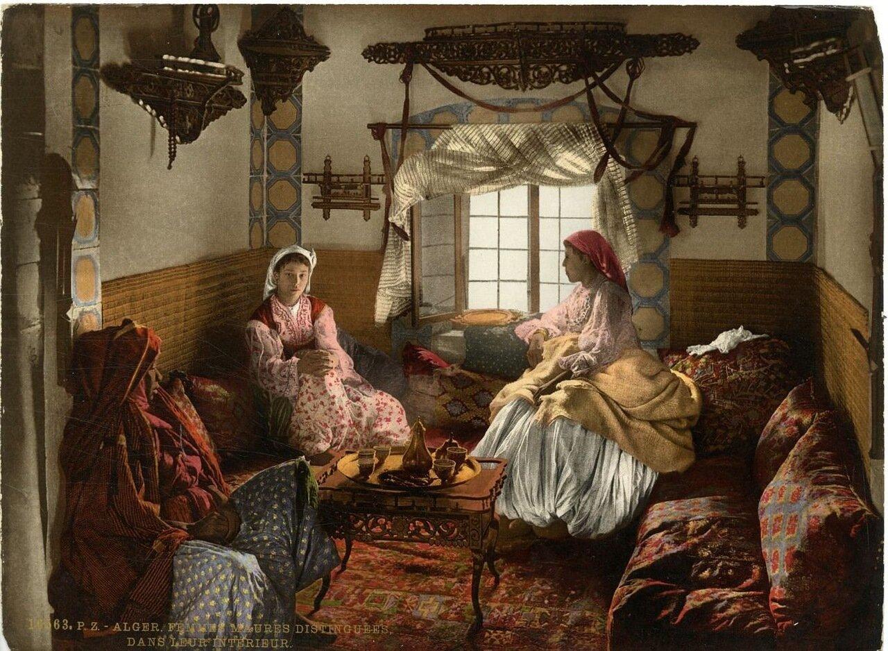Алжирские мавританки у себя дома