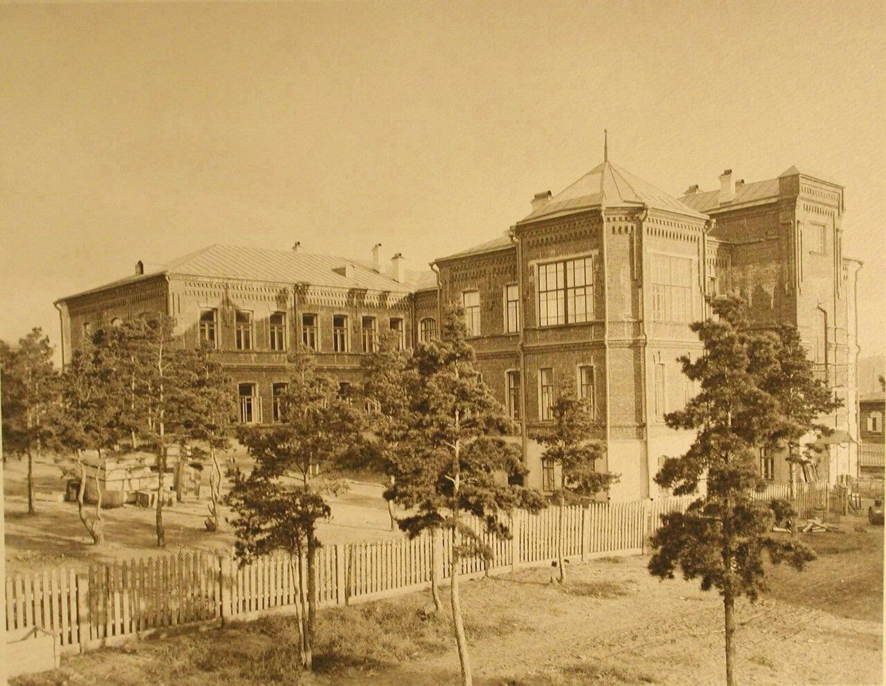 03. Вид здания лазарета со двора.