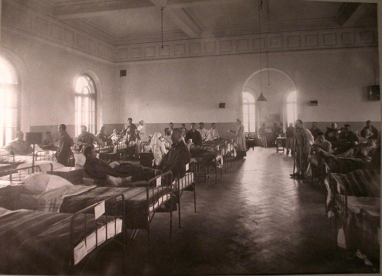 26. Раненые в палате лазарета при Боевской богадельне