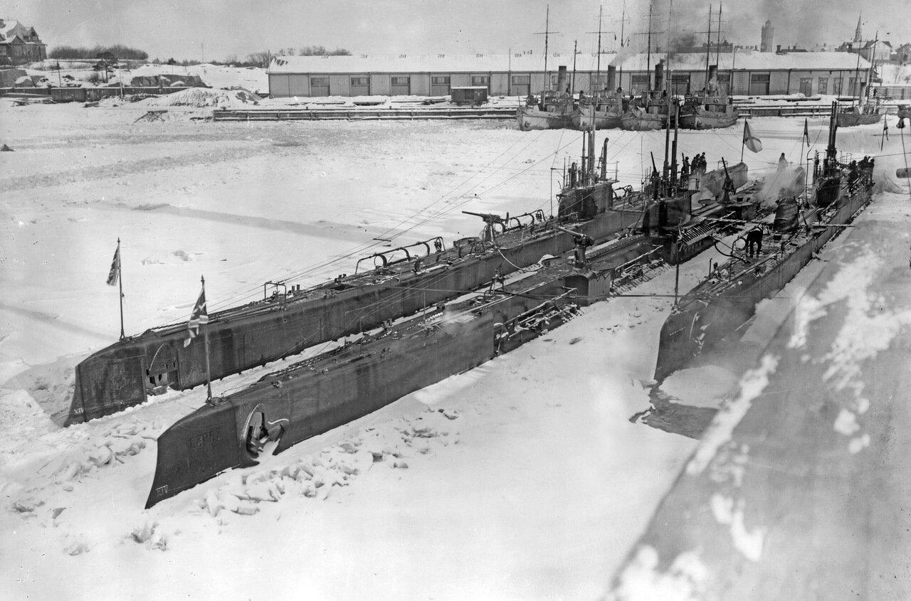 22. Подводные лодки Волк и Барс