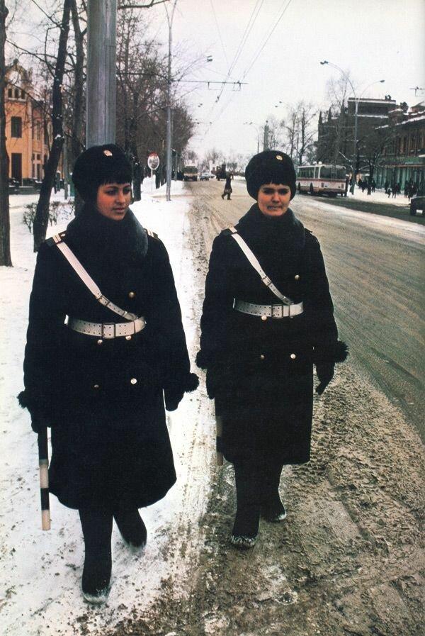 Женщины-регулировщицы в Хабаровске