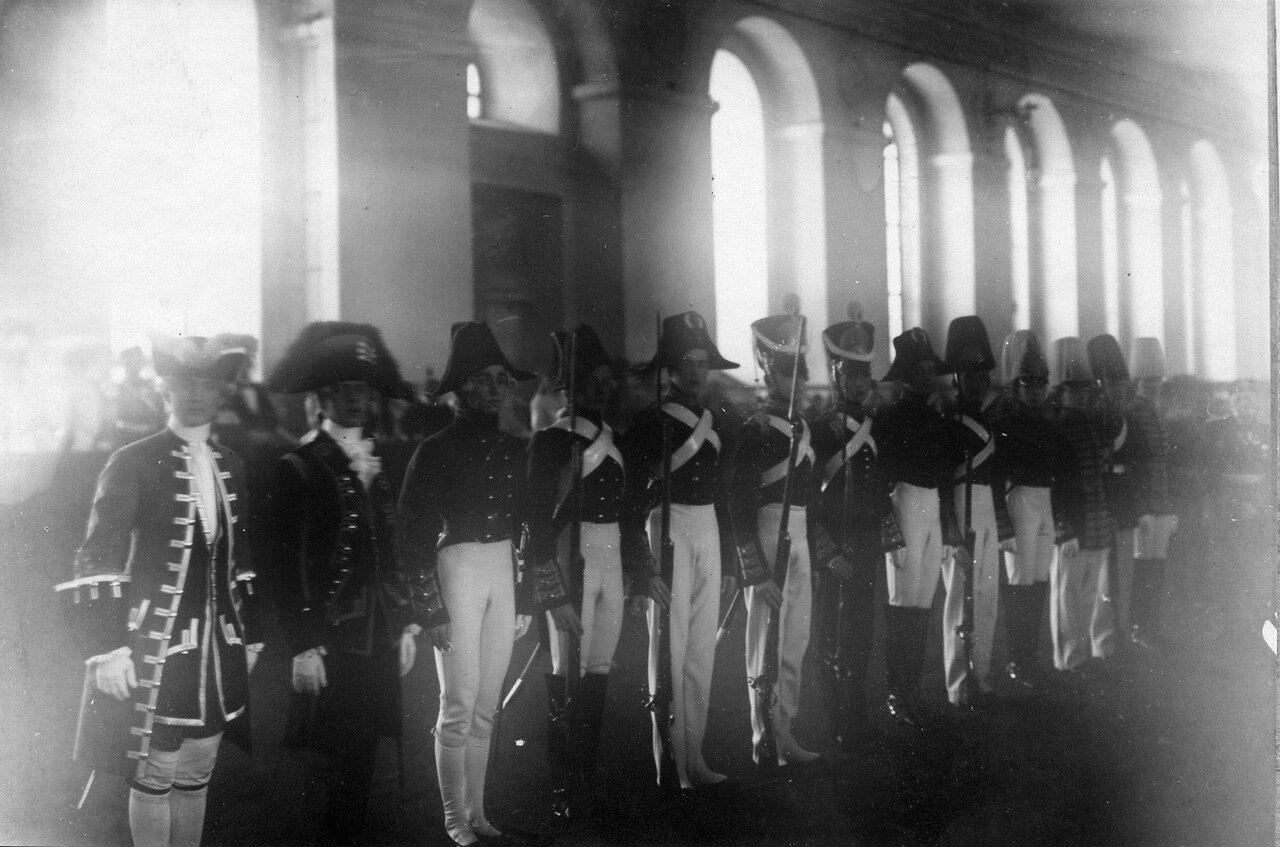 21. Пажи в исторических формах корпуса в день 100-летнего юбилея корпуса