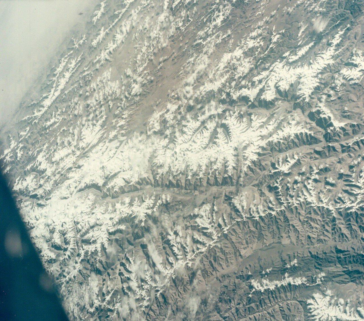 38. 1965, август. Китай из космоса в районе границы Кашмира и провинции Сычуань во время полета «Джемини»-5