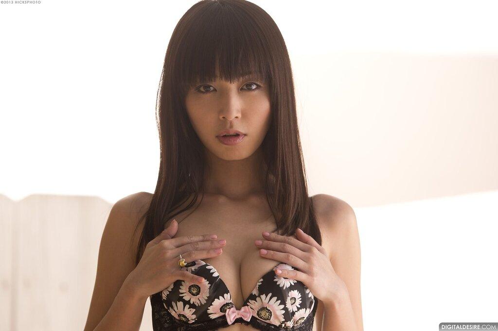 Японская порноактриса Marica Hase