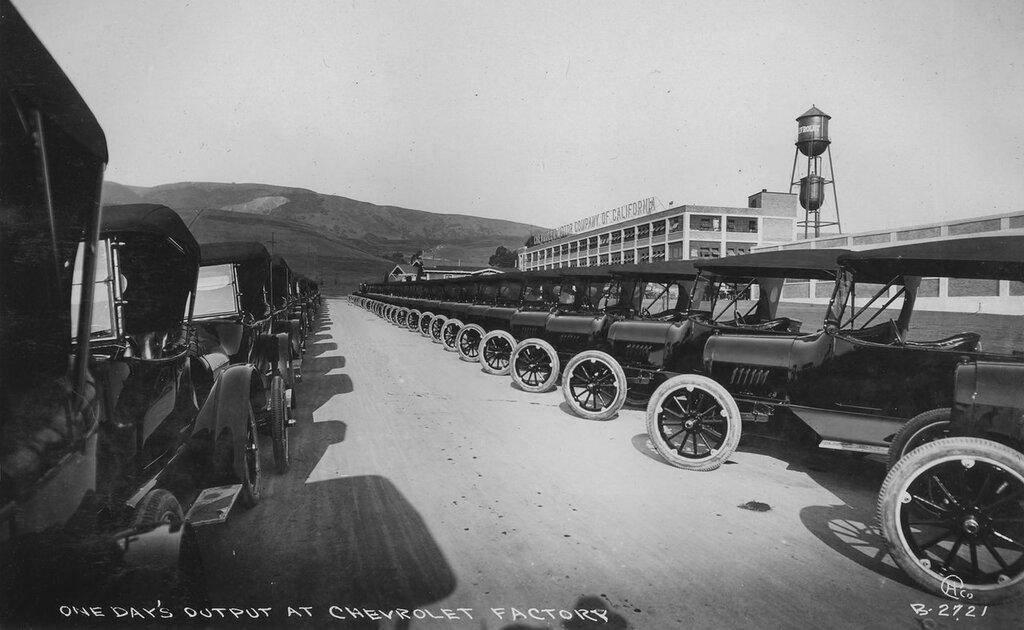 Chevrolet automobile plant production, 1917.jpg