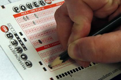 Восемь человек поделят лотерейный выигрыш в тридцать миллионов