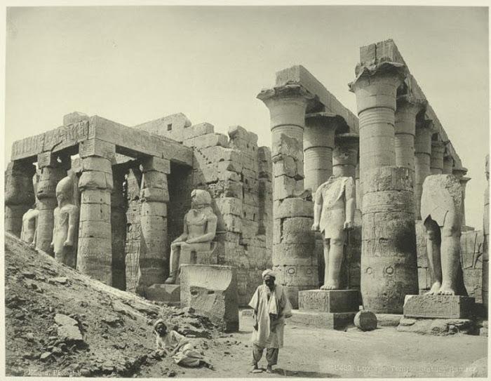 Статуи Рамзеса.