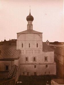 Вид южного фасада церкви Спаса на Сенях в Кремле (построена в 1675 г.). Ярославская губ.