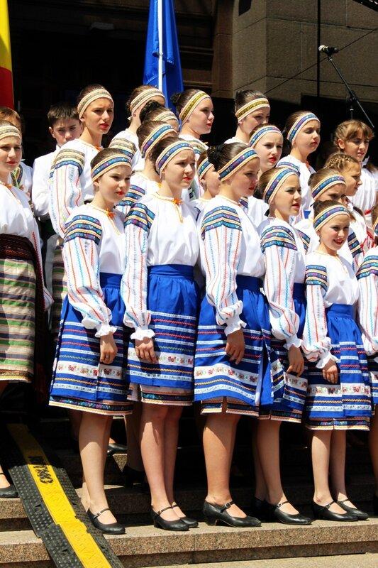 Дети на открытии Дня Европы