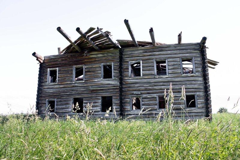 разрушенный дом в бывшей деревне Кавгора