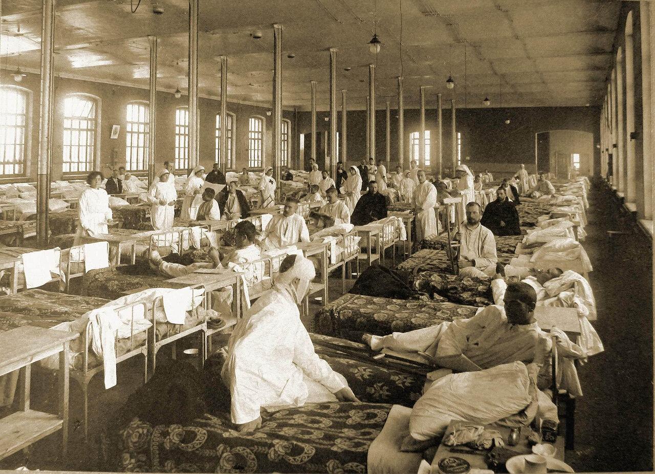 04. Раненые солдаты в палате распределительного госпиталя, устроенного в помещении 1-го винного склада