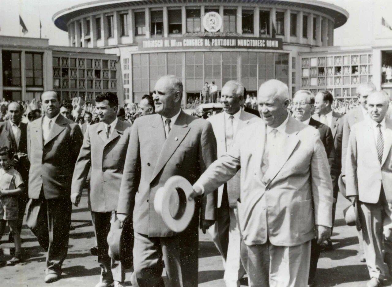 1960. Георге Георгиу-Деж и Хрущевв аэропорту Бэняса в Бухаресте
