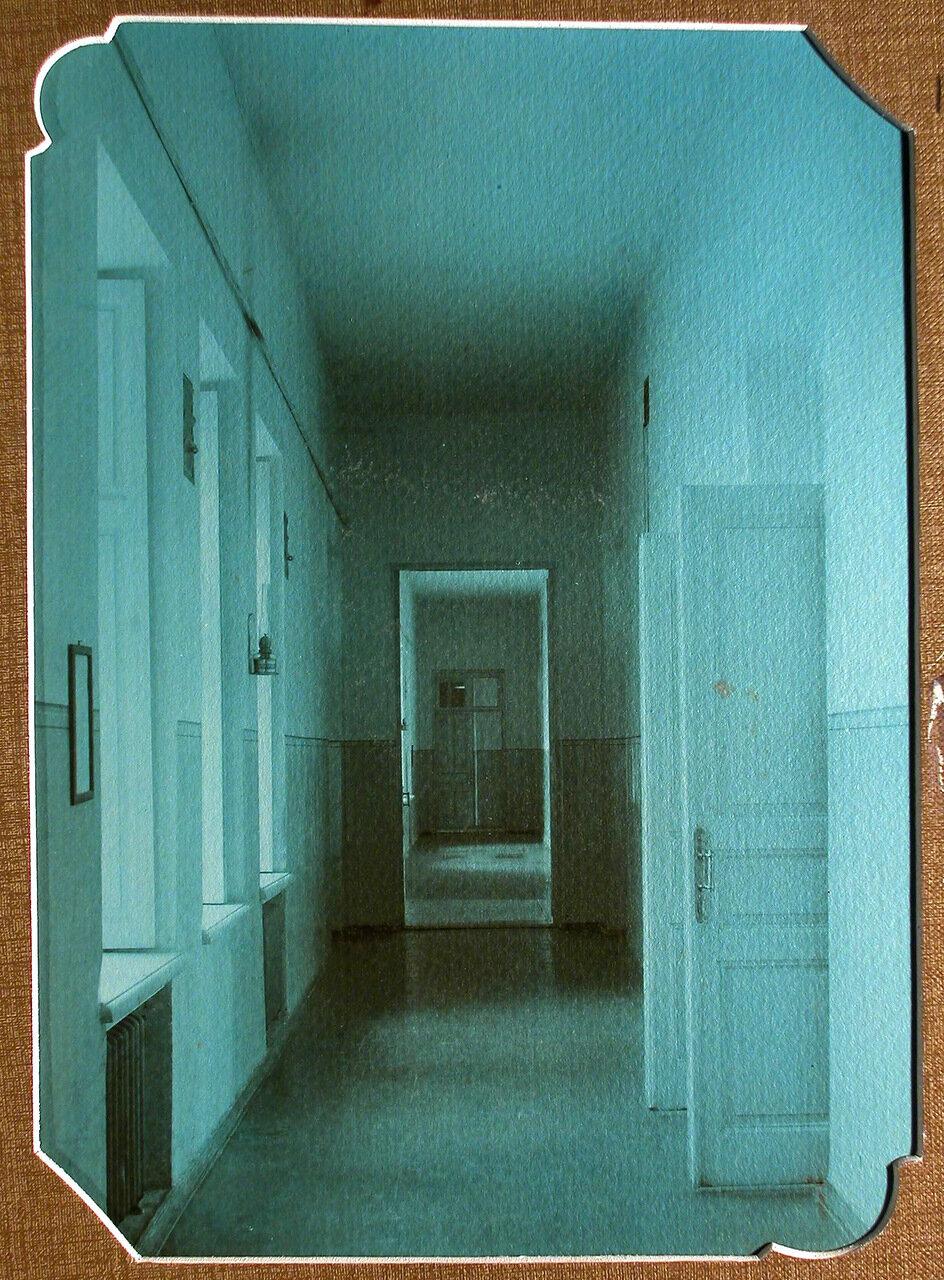 10. Вид части коридора в здании школы-санатория
