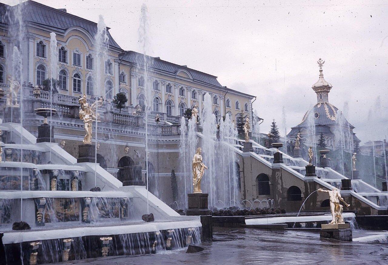 19. Вид на Большой каскад в парке Петергофского дворца