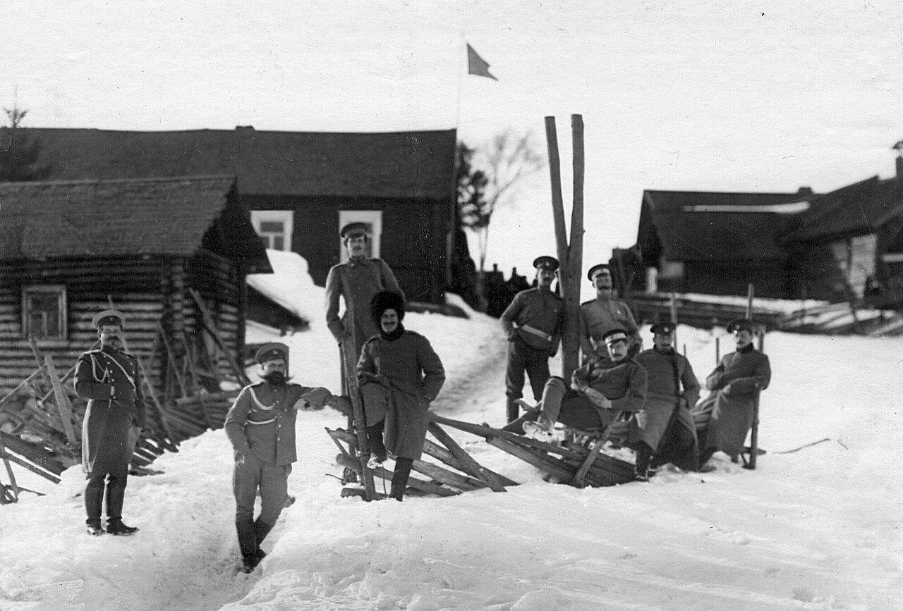 36. Группа офицеров гвардейской пехоты, проходящих пограничную практику. 1908