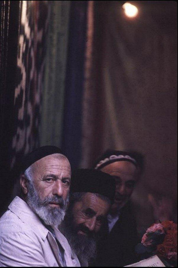 Узбекистан. Бухара. Евреи Бухары в единственной оставшейся синагоге