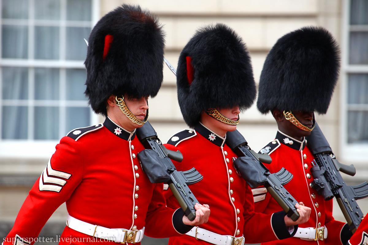Как называют охранников в Букингемском дворце, которые