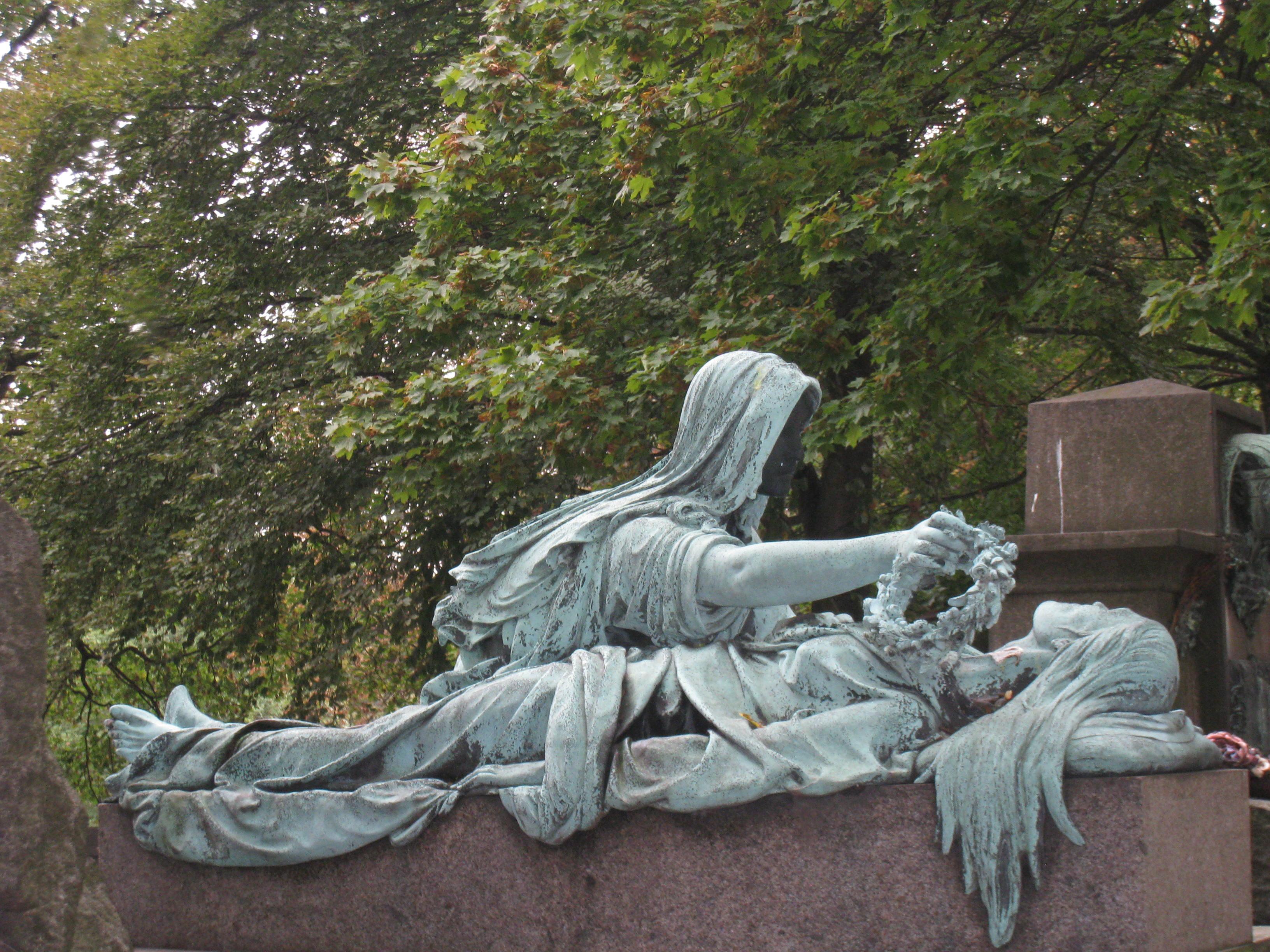 Встречаем Хэллоуин в Париже