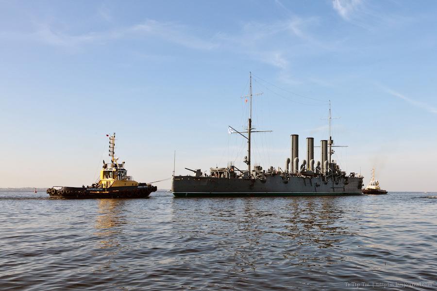 11. 'Аврора' выходит в море.