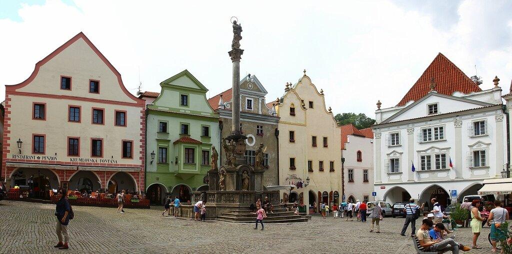Марианская колонна с фонтаном построенная в 1715 г.