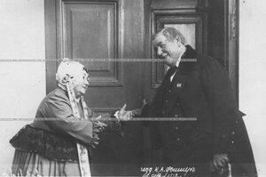 Артисты К. И. Варламов и В. В. Стрельская в спектакле.