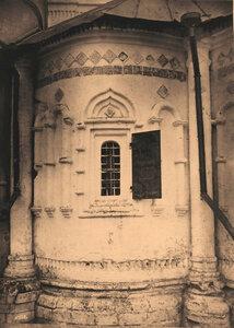 Вид части алтарной стены собора в Троицком женском монастыре.